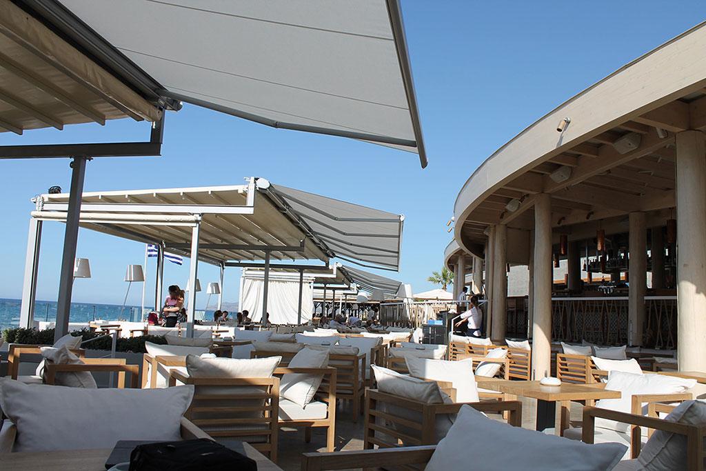 Τέντα markilux 6000 στο κατάστημα Beachcomber Bar Restaurant Stalis στην Κρήτη | by Gournopanos
