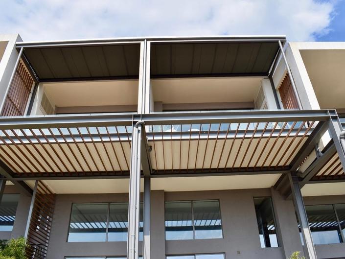Σύστημα τεντών markilux 779 tracfix σε συγκρότημα κατοικιών Panoramalofts στο Πανόραμα Θεσσαλονίκης